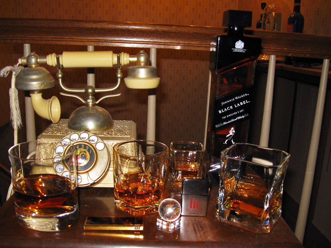Blade Runner 2049 Bottle And Glasses 07s.jpg