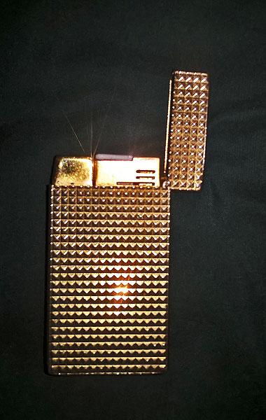 James Bond Man With Golden Gun Lighter Colibri Molectric 88 Open.jpg