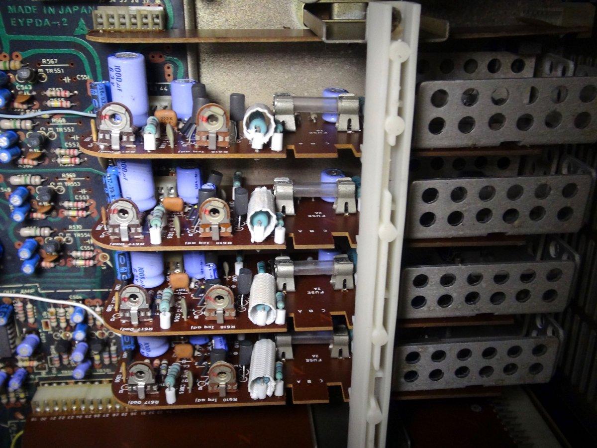 SS-2900D Power Amps.jpg